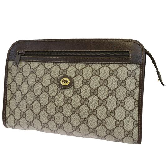 Preload https://img-static.tradesy.com/item/25914553/gucci-gg-pattern-hand-italy-brown-pvc-leather-clutch-0-0-540-540.jpg
