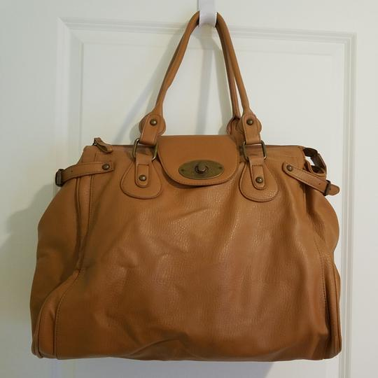 Preload https://item3.tradesy.com/images/forever-21-large-light-brown-faux-leather-tote-25914557-0-0.jpg?width=440&height=440