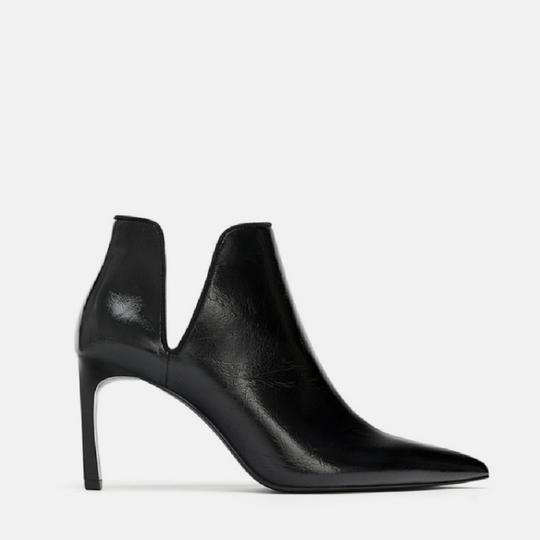 Preload https://item3.tradesy.com/images/zara-black-ankle-with-cut-outs-bootsbooties-size-us-8-regular-m-b-25915152-0-1.jpg?width=440&height=440