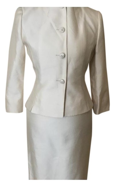Item - Pearl Silk Skirt Suit Size 4 (S)