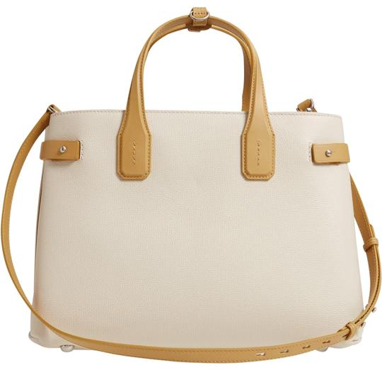 Preload https://img-static.tradesy.com/item/25916876/burberry-medium-banner-grained-heritage-check-lining-beige-leather-tote-0-1-540-540.jpg