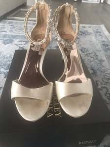 Badgley Mischka Ivory Satin with Crystals Sandals Size US 9 Regular (M, B)