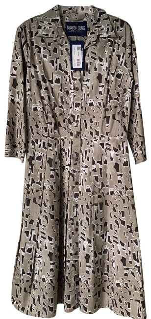 "Samantha Sung Taupe with Chocolate Brown & Cream Print. 40""long. 97%cotton & 3% Spandex Audrey Mid-length Short Casual Dress Size 4 (S) Samantha Sung Taupe with Chocolate Brown & Cream Print. 40""long. 97%cotton & 3% Spandex Audrey Mid-length Short Casual Dress Size 4 (S) Image 1"