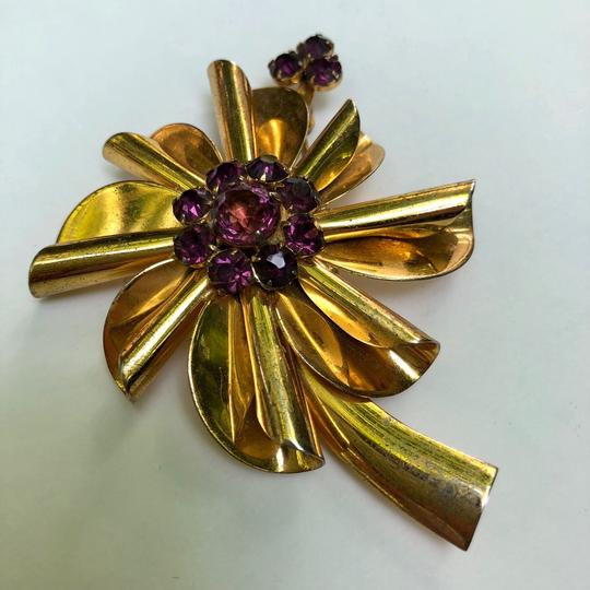 Preload https://img-static.tradesy.com/item/25921422/purple-sterling-silver-flower-brooch-pin-0-0-540-540.jpg