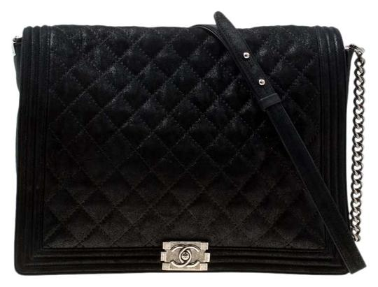 Preload https://img-static.tradesy.com/item/25921707/chanel-classic-flap-boy-xl-quilted-iridescent-gentle-black-leather-shoulder-bag-0-1-540-540.jpg