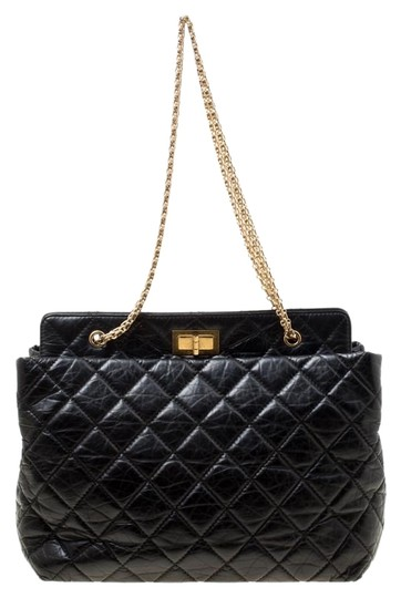 Preload https://img-static.tradesy.com/item/25921842/chanel-255-reissue-quilted-aged-black-leather-tote-0-1-540-540.jpg