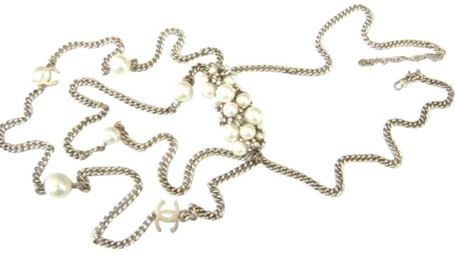 Item - Silver Plated W Vintage Logo Pearl W/Crystal Charms Long Chain Drop Necklace
