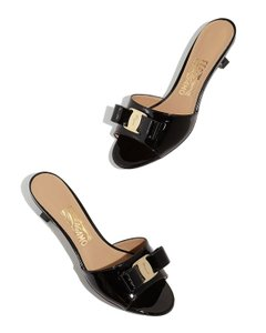 Salvatore Ferragamo Nero Sandals