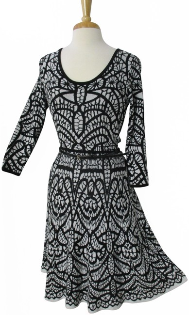 Item - Black White Fit and Flare Sweater Mid-length Work/Office Dress Size 4 (S)