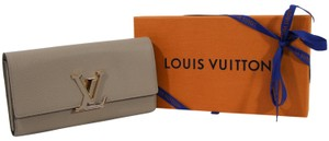 Louis Vuitton NEW LOUIS VUITTON Capucines Large Leather Wallet, Galet