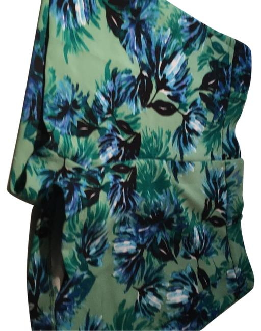 Item - Green with Blue Flowers Shorts Size 6 (S, 28)