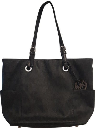 Preload https://img-static.tradesy.com/item/25931954/michael-kors-set-tote-black-signature-coated-canvas-shoulder-bag-0-1-540-540.jpg