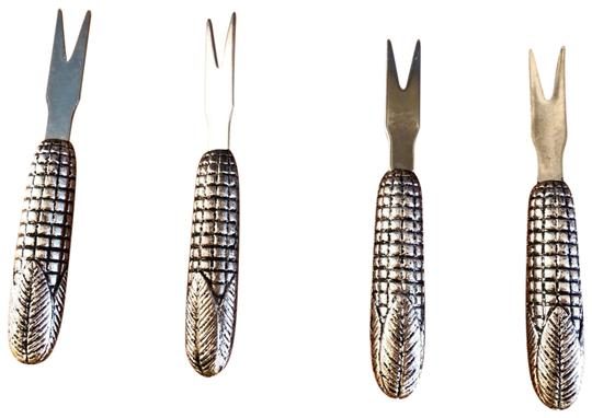 Preload https://img-static.tradesy.com/item/25932261/pottery-barn-silver-corn-cob-shaped-corn-picks-set-by-0-1-540-540.jpg