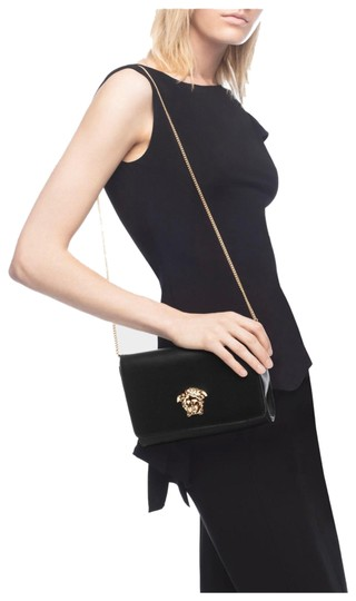 Preload https://img-static.tradesy.com/item/25932270/versace-medusa-head-evening-black-leather-clutch-0-3-540-540.jpg
