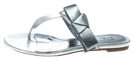 Preload https://img-static.tradesy.com/item/25932378/alexander-mcqueen-silver-metallic-leather-thong-sandals-flats-size-eu-385-approx-us-85-regular-m-b-0-1-540-540.jpg