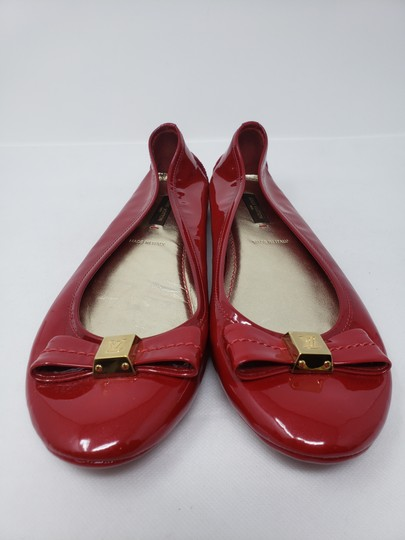 Louis Vuitton Lv Logo Charm Gold Hardware Patent Leather Red Flats Image 4