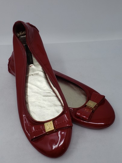 Louis Vuitton Lv Logo Charm Gold Hardware Patent Leather Red Flats Image 9