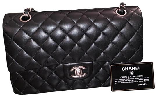 Preload https://img-static.tradesy.com/item/25932651/chanel-classic-double-flap-black-lambskin-with-silver-hardware-shoulder-bag-0-2-540-540.jpg