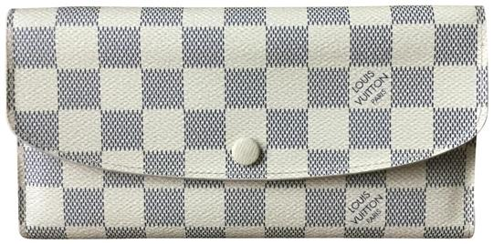 Preload https://img-static.tradesy.com/item/25935901/louis-vuitton-white-damier-azur-emilie-wallet-0-4-540-540.jpg