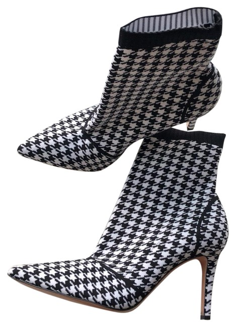Item - Black and White Boots/Booties Size EU 39 (Approx. US 9) Regular (M, B)