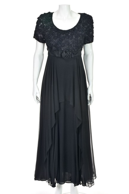 Item - Black Empire Waist with Rosette Bodice and Chiffon Skirt Long Formal Dress Size 8 (M)