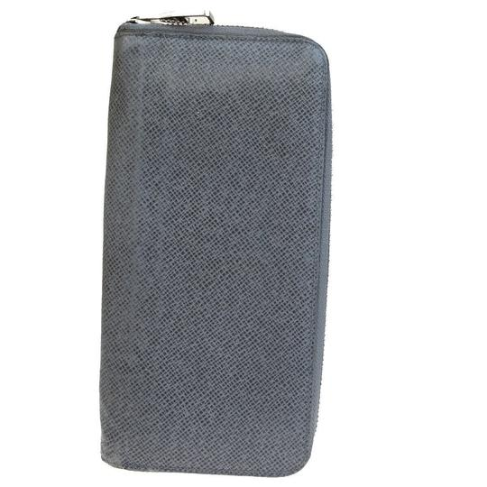 Preload https://img-static.tradesy.com/item/25945052/louis-vuitton-gray-zippy-vertical-long-taiga-wallet-0-0-540-540.jpg