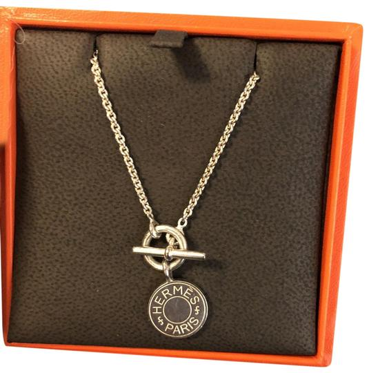 Preload https://img-static.tradesy.com/item/25945194/hermes-logo-necklace-0-1-540-540.jpg