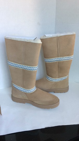 UGG Australia New With Tags New In Box TAN Boots Image 5