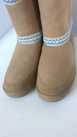 UGG Australia New With Tags New In Box TAN Boots Image 8