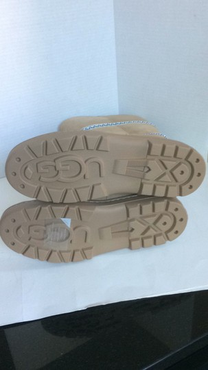 UGG Australia New With Tags New In Box TAN Boots Image 11