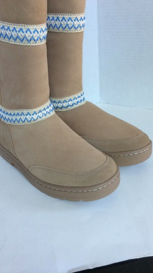 UGG Australia New With Tags New In Box TAN Boots Image 6