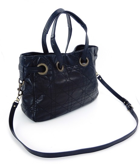 Preload https://img-static.tradesy.com/item/25946386/dior-lady-vintage-satchel-tote-black-cannage-quilted-nylon-cross-body-bag-0-0-540-540.jpg