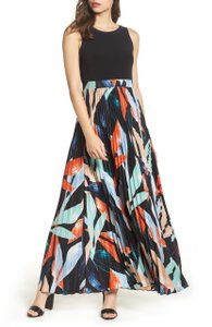 Vince Camuto Sleeveless Pleated Floral Jewel Neck Stretchy Dress