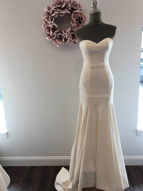 Item - Ivory 55018 Feminine Wedding Dress Size 12 (L)