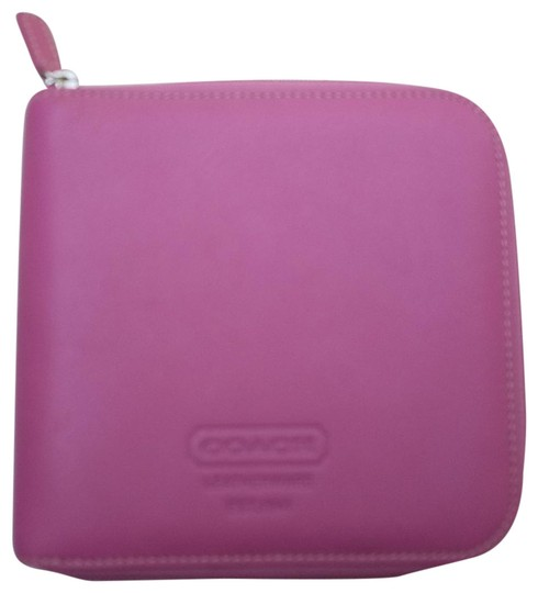 Preload https://img-static.tradesy.com/item/25947192/coach-orchid-purple-leatherware-cd-holder-tech-accessory-0-3-540-540.jpg