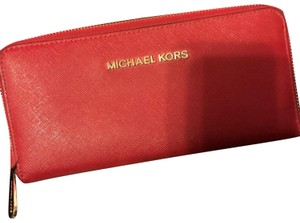 Michael Kors Micheal Kors zip around wallet