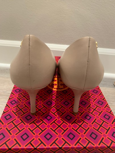 Tory Burch Light Taupe/Spark Gold Pumps Image 5