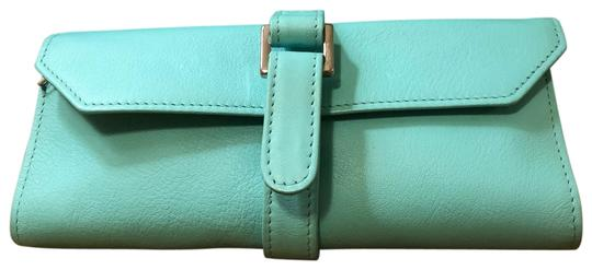 Preload https://img-static.tradesy.com/item/25949173/tiffany-and-co-turquoise-leather-jewelry-roll-0-1-540-540.jpg