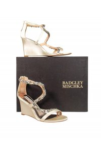 Badgley Mischka Anklestrap Anklewrap Pumps cream Wedges