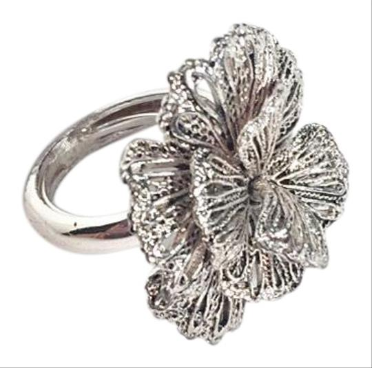Stella & Dot Adjustable Geneva Lace Flower Image 0