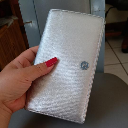 Chanel Glossy Silver Clutch Image 1