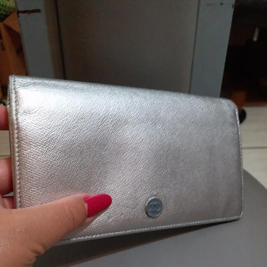 Chanel Glossy Silver Clutch Image 2
