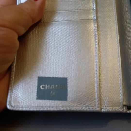 Chanel Glossy Silver Clutch Image 7