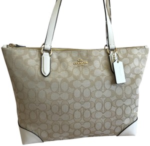 Coach Tote in Chalk Khaki White