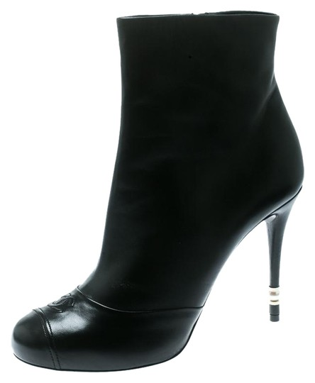 Preload https://img-static.tradesy.com/item/25951702/chanel-black-leather-cc-faux-pearl-embellished-heel-ankle-bootsbooties-size-eu-395-approx-us-95-regu-0-1-540-540.jpg