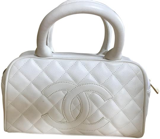 Preload https://img-static.tradesy.com/item/25952021/chanel-quilted-caviar-cc-white-leather-satchel-0-1-540-540.jpg