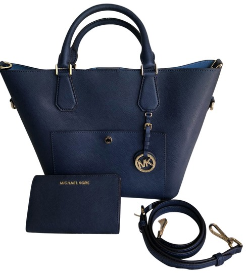 Preload https://img-static.tradesy.com/item/25952185/michael-michael-kors-greenwich-handbag-and-wallet-navy-saffiano-leather-tote-0-1-540-540.jpg