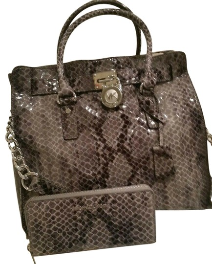 Preload https://img-static.tradesy.com/item/25952229/michael-kors-hamilton-large-2pc-set-gray-silver-hardware-new-with-tags-dark-slate-and-matching-walle-0-1-540-540.jpg