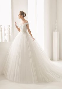 Rosa Clará Neira Off The Shoulder Lace and Tulle Gown Formal Wedding Dress Size 12 (L)