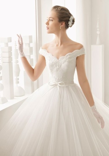 Rosa Clará Neira Off The Shoulder Lace and Tulle Gown Formal Wedding Dress Size 12 (L) Image 1